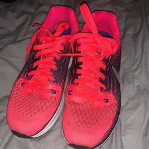 Nike running tennis shoes